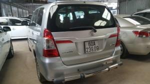 Bán Toyota INNOVA 2.0E số sàn 2015 màu bạc mới 90%