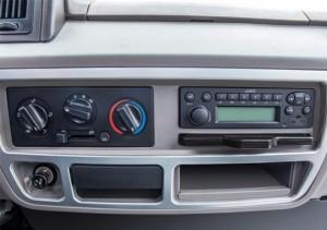 Hệ thống giải trí: CD/AM&FM Radio với 2 loa CD/AM&FM Radio với 2 loa. Điều hòa 2 chiều, ghế ngồi êm ái đáp ứng tối đa nhu cầu người lái, giúp người lái luôn trong trạng thái thư giản thoải mái nhất.