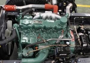 Hệ thống động cơ: Xe tải jac 9.1 tấn trang bị khối động cơ Diesel FAW CA4DF2-13.1 4 kỳ 4 xi lanh thẳng hàng tăng áp do nhà Jac Motor sản xuất trên dây chuyền hiện đại, nhập khẩu và được nội địa hoá tại Việt Nam. Xe tải Jac 9.1 tấn cho công suất cực đại 110kw tại 2500 vòng/phút. Dung tích xi lanh: 4752 cm3. Tiêu chuẩn khí thải Euro II thân thiện với môi trường. Hộp số 6 số tiến 1 số lùi. Hệ thống phanh khí nén 2 dòng khí nén tác dụng lên các bánh xe trục sau.