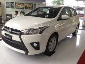 Cần bán Toyota Yaris 1.5G mới 100%, màu trắng giao ngay, khuyến mãi đến 30 triệu