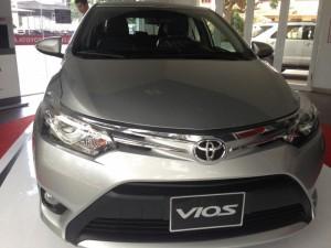 Cần bán xe Toyota Vios 1.5E, số sàn, Màu Bạc, giao xe ngay, Khuyến mãi đến 64 triệu
