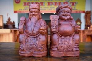 Thần tài ông địa bằng gỗ hương