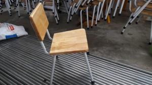 Ghế gỗ chân sắt cho trường mầm non