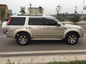 Bán chiếc Ford Everest 2.5 Limited màu phấn...