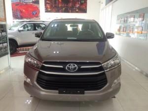 Bán xe Toyota Innova 2.0G  màu Đồng Ánh Kim, khuyến mãi 65 triệu giao ngay