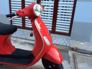 Bán Piaggio vespa nhập khẩu ý nguyên chiếc Lx 150 màu đỏ 2011