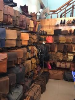 Đa dạng về kiểu mẫu, cũng như gam màu da, những chiếc túi xách da của công ty rất được đông đảo các tín đồ thời trang trong và ngoài nước đón nhận.