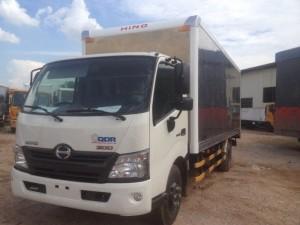 Xe Hino 300 series XZU730L 4.5 tấn thùng kín...
