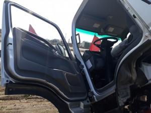 Cabin lật lên đễ dàng tiện lợi cho việc sửa chữa khi xe có sự cố