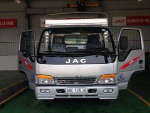 Xe tải Jac 4.9 tấn kiểu dáng mới được thiết kế hiện đại với cabin xát xi cứng cáp