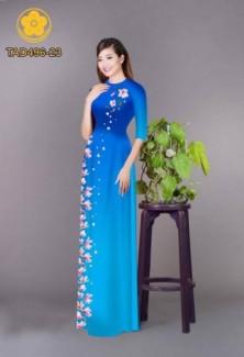 Vải áo dài hoa buông trải dài từ ngực xuống tà áo