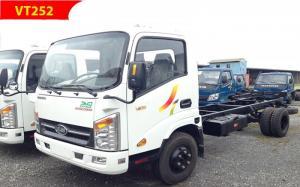 Xe tải VEAM 2.5 tấn vào thành phố ban ngày