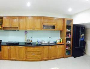 Cho thuê nhà gần đường Phạm Văn Đồng, nhà mới xây 3 phòng ngủ, đầy đủ tiện nghi.