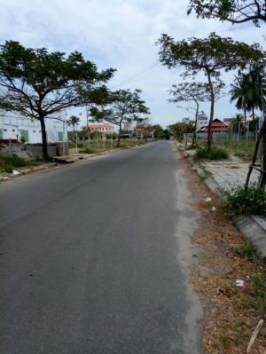 Bán lô góc 2 mặt tiền gần phố đi bộ.