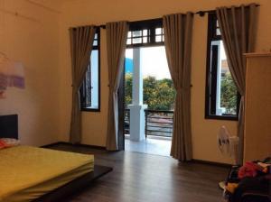 Cho thuê nhà gần đường Phạm Văn Đồng, 3 phòng ngủ, đầy đủ tiện nghi