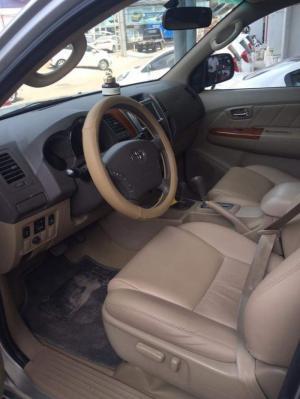 Bán Toyota Fortuner 2.7V máy xăng 2011 bạc biển SG mới 80%