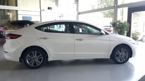 Bán xe Hyundai Elantra 2.0 AT Màu Trắng Đà...