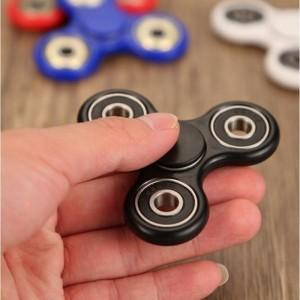 Con quay 3 cánh Fidget Spinner dành cho người...