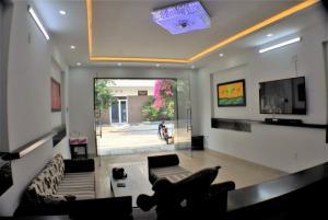Cho thuê khách sạn 16 phòng mới xây khu An Cư, 40Tr/tháng
