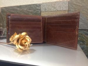 Thanh lịch và sang trọng, thời trang và đẳng cấp với chiếc ví da nam tại công ty may ba lô túi xách