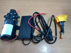 máy bơm nếu không dùng trực tiếp với ắc quy thì có thể dùng adapter 12v , có dòng ra đủ lớn( 5A trở lên với máy bơm này) . giá máy là 250.000đ, còn nguồn là 100.000đ, bes tưới rau , tưới lần là 30.000