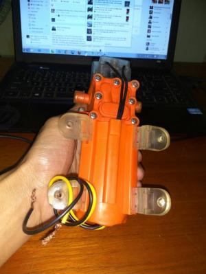 máy bơm màu cam đặc trưng cho mẫu 1205 của shop mình