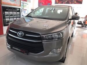 Bán xe Toyota Innova 2.0E đời 2017, màu Đồng ánh kim, khuyến mãi 70 triệu