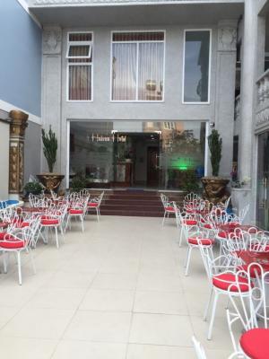 Bán gấp khách sạn mặt tiền đường Phan Chu Trinh gần biển
