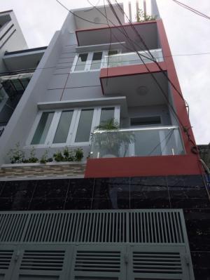 Cần bán gấp nhà nở hậu 4,3m, đúc 2 lầu, DT 180m2, 4PN, 5WC hẻm 4m Lạc Long Quân. Giá 4,2 tỷ