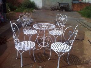 Bộ bàn ghế sân vườn sang trọng, hiện đại, mẫu mã bắt mắt