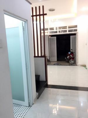 Bán nhà phố tại 90/57D Dương Cát Lợi, DT 200m2, 4 phòng ngủ, sân thượng, hẻm xe hơi, Giá 2.8 Tỷ