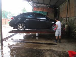 Cầu nâng 1 trụ rửa xe ô tô - du lịch giá rẻ nhất Việt Nam tại SPRO