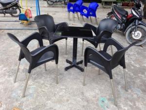 Bàn ghế nhựa đúc giá rẻ..có nhiểu màu