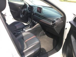 Bán ô tô Mazda 2 sky active 1.5 AT đời 2015, màu trắng, xe nhập