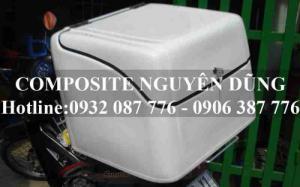 Tên sản xuất: Thùng chở hàng ND-020  Chất liệu: Composite  Nhà sản xuất: Công ty TNHH sản xuất thương mại composite Nguyên Dũng  Màu sắc: Trắng, vàng, xanh, đỏ…  Kích thước: 550 x 500 x 470±10 (mm)  Kết cấu:  Hai bản lề Inox gắn phía trên nắp hộp  1 khóa không gỉ  1 thanh chống nắp thùng  Bảo hành: 1 năm  Ứng dụng: Dùng trong giao hàng, ship bưu kiện, bưu phẩm, giao hàng tận nhà  (thức uống, đồ ăn nhanh…)…