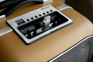 SoundMax M6 ngoài chức năng như một bộ loa phóng thanh, loa di động SoundMax M1 cũng khá hấp dẫn bởi hỗ trợ cả kết nối không dây Bluetooth cho phép người dùng giải trí bằng âm nhạc từ smartphone hoặc nguồn phát tương thích.