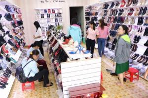 Về Sai Gon cần sang lại gấp tiệm giày xuất...