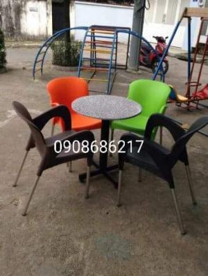 Công ty cần bán số lượng lớn bàn ghế cafe nhựa đúc