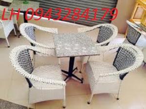 Công ty của tôi chuyên sản xuất bàn ghế dùng...