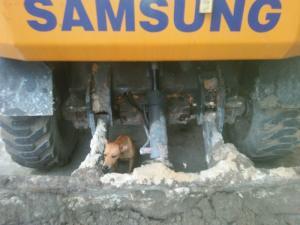 Cần bán xe Samsung mx3 bánh lốp xe