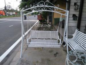Ghế xích đu sắt mỹ thuật bền, đẹp