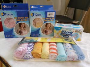 Set hàng Kids plaza: 2 áo ngực mẹ cho bé bú, miếng lót thấm sữa cao cấp của Nhật, 8 khăn sữa cao cấp cho bé