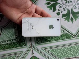 Xác iPhone 4 8G quốc tế bể màn hình ko icloud