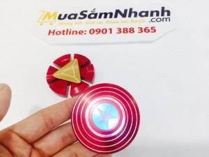 Chiếc khiên huyền thoại của Captain America là một chiếc khiên đặc biệt, độc nhất vô nhị làm từ hợp kim vibranium và thép. Không gì có thể phá nổi nó, kể cả lực vật lý, súng đạn, vũ khí, nhiệt độ cao, sét hay cả bức xạ điện từ. Spinner Captain đã ra đời cho tất cả những ai yêu thích Đội Trưởng Mỹ có thể sở hữu spinner mang hình dáng vậy.