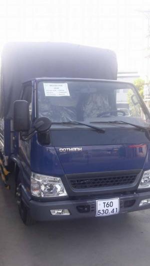 Hyundai IZ49 2,4 tấn thùng kín