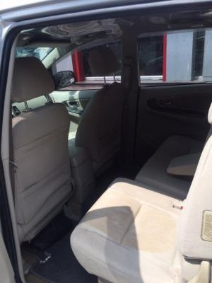 Bán Toyota INNOVA 2.0G số tự động 2013 màu bạc