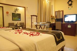 Bán khách sạn 2 MT Nguyễn Trãi. Q1. DT: 6 x 21m, 1Hầm 7Lầu. Thu nhập 150 triệu/tháng
