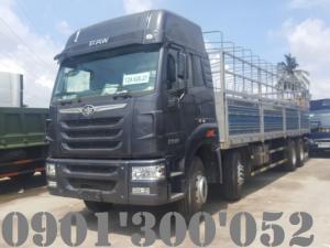 THÔNG SỐ KỸ THUẬT XE TẢI FAW 4 CHÂN 17T9 310HP Loại xe tải:Ô Tô tải có mui bạt KhốiI lượng bản thân:11680 kg Phân bố lên trục trước/sau:6.160 / 5.520 kg Khối lượng hàng chuyên chở cho phép:17.990 kg Khối lượng toàn bộ:29.800 kg Phân bố lên trực trước/sau:11.800 / 18.000 kg Kích thước tổng thể xe (dài x rộng x cao):11.580 x 2.500 x 3.500 mm Kích thước lọt lòng thùng hàng:9.070 x 2.360 x 760/2.150 mm Khoảng cách trục:1.900 + 5.050 + 1.350 mm Công thức bánh xe: 8×4 – 2 cầu -2 gí Kiểu động cơ: FAW CA6DL1-31E3F Công suất máy: 310Hp Loại 4 kỳ,6 xilanh thẳng hàng, tăng áp Thể tích làm việc: 7.700 cm3 Công suất lớn nhất/tốc độ quay:231 kW/2.300 vòng /phút Loại nhiên liệu:Diesel Cỡ lốp: 11.00R20 Vết bánh xe trước/sau:1.980/1.847mm Số lượng lốp trục I/II/III/IV: 02/02/04/04.. Hệ thống lái :Trục vít – ê cu bi Cơ khí có trợ lực thủy lực  *HỖ TRỢ MUA TRẢ GÓP: Khách hàng có thể vay 80%-90% giá trị xe, thời gian vay từ 12-72 tháng.Thủ tục nhanh, thế chấp bằng chính chiếc xe cần vay.  CÔNG TY CPTM DV Ô TÔ - CHI NHÁNH THỦ ĐỨC  Địa chỉ: 138 Quốc Lộ 1A, Phường Tam Bình, Q. Thủ Đức, Tp. HCM ---------------------------------------------------------- HOTLINE: 090 130 0052    Web: phumanauto.vn