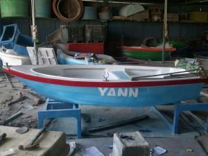 Thuyền composite Kích thước 3,6m x 1,1m x 0,5m chở 3  4 người, gắn động cơ