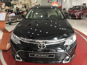Toyota Camry 2.0E khuyến mãi 100 triệu trong tháng 06/2017, tặng 03 năm bảo hiểm thân xe,